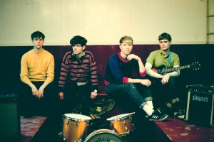 "The Drums – Es wird wieder getanzt! Video zu ""Down By The Water"""